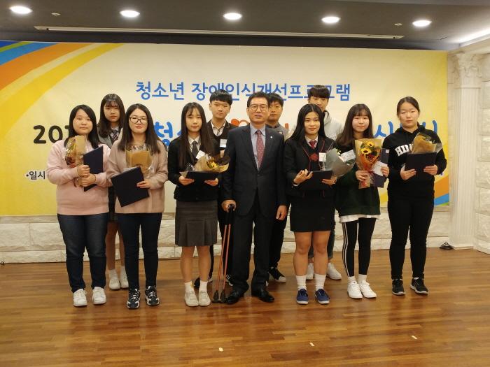 4. 한국장애인고용안정협회장상 수상자 모습.jpg